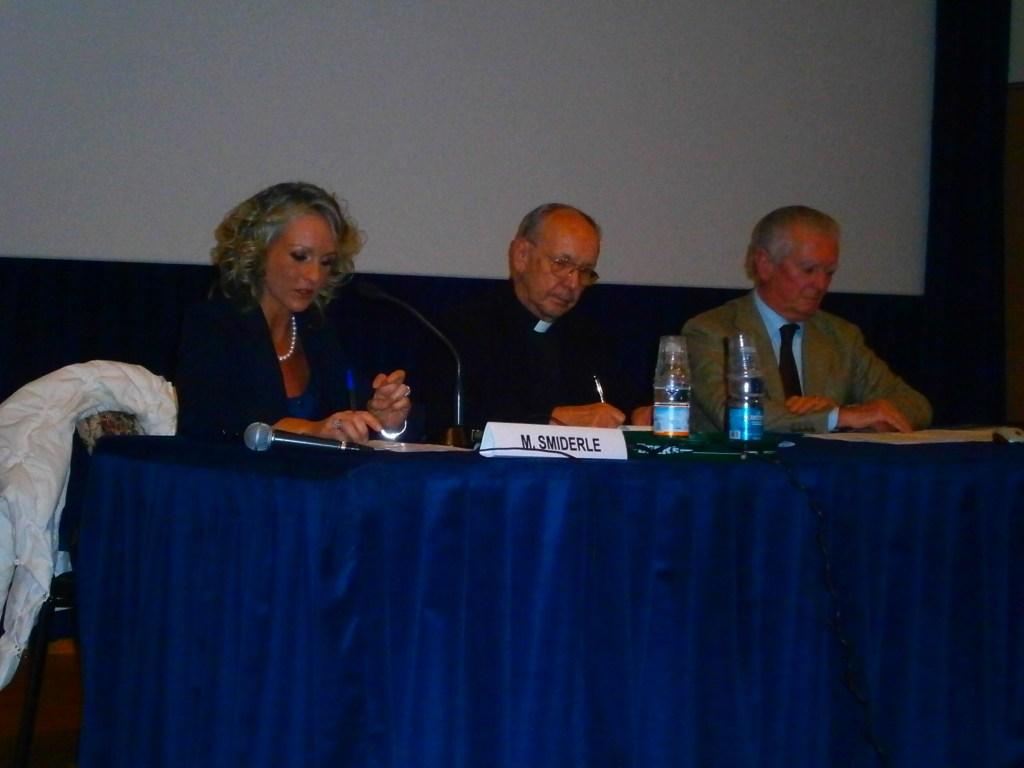 """Conferenza sull'informazione """"Trasformazione o tramonto della carta stampata"""" (2011)"""