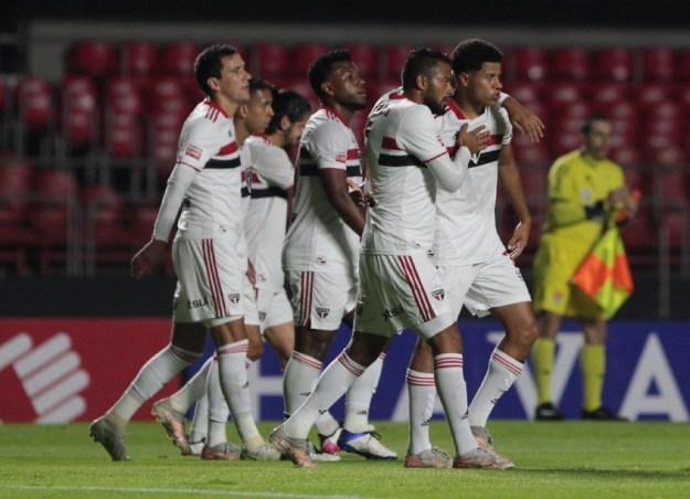 Agosto do São Paulo terá jogos decisivos em copas e viagens no Brasileirão