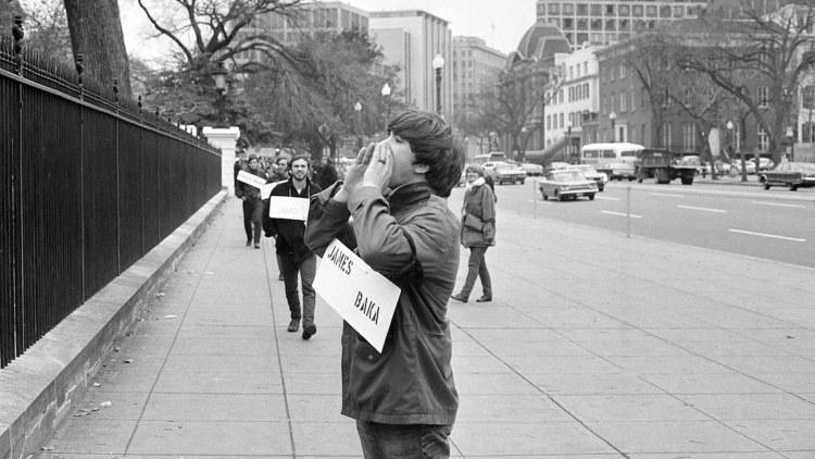 March against Death, manifestante urla il nome di un caduto