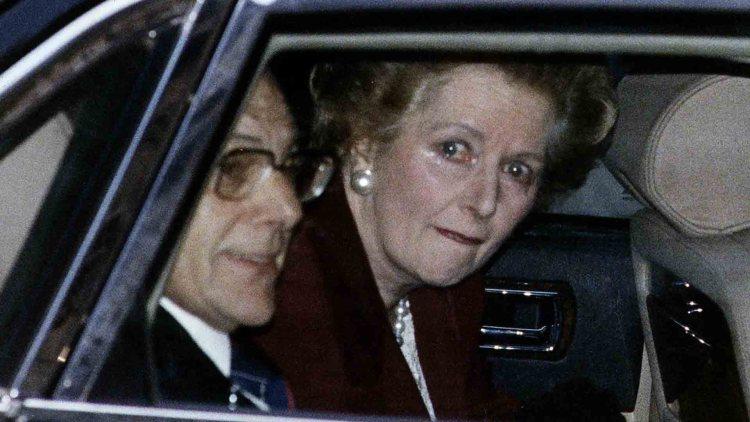 Margaret Thatcher lascia Downing Street