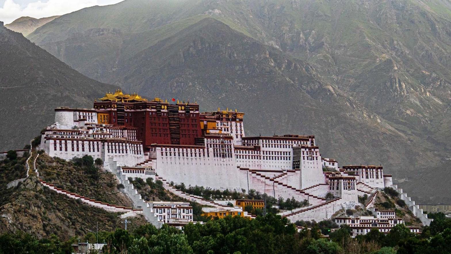 Il Palazzo del Potala a Lhasa in Tibet