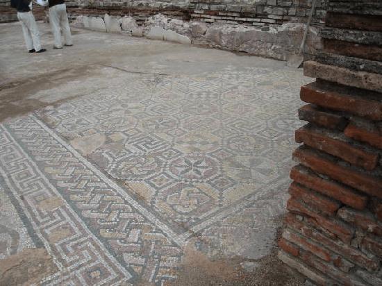 Pardoseală mozaicată la un înalt grad de fineţe