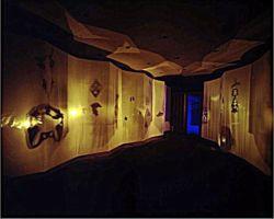 Ansicht der Intstalltion Dialog mit den Toten 1. Raum