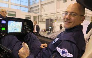 eraole avion zero emission de carbone presente a la cop 21. raphael dinelli, navigateur, l'a concu pour traverser l'atlantique en 60 heures sur les traces de charles Lindbergh