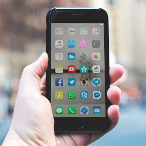 まだアプリアイコン探してる?出世している人は、iPhoneホーム画面も整っている