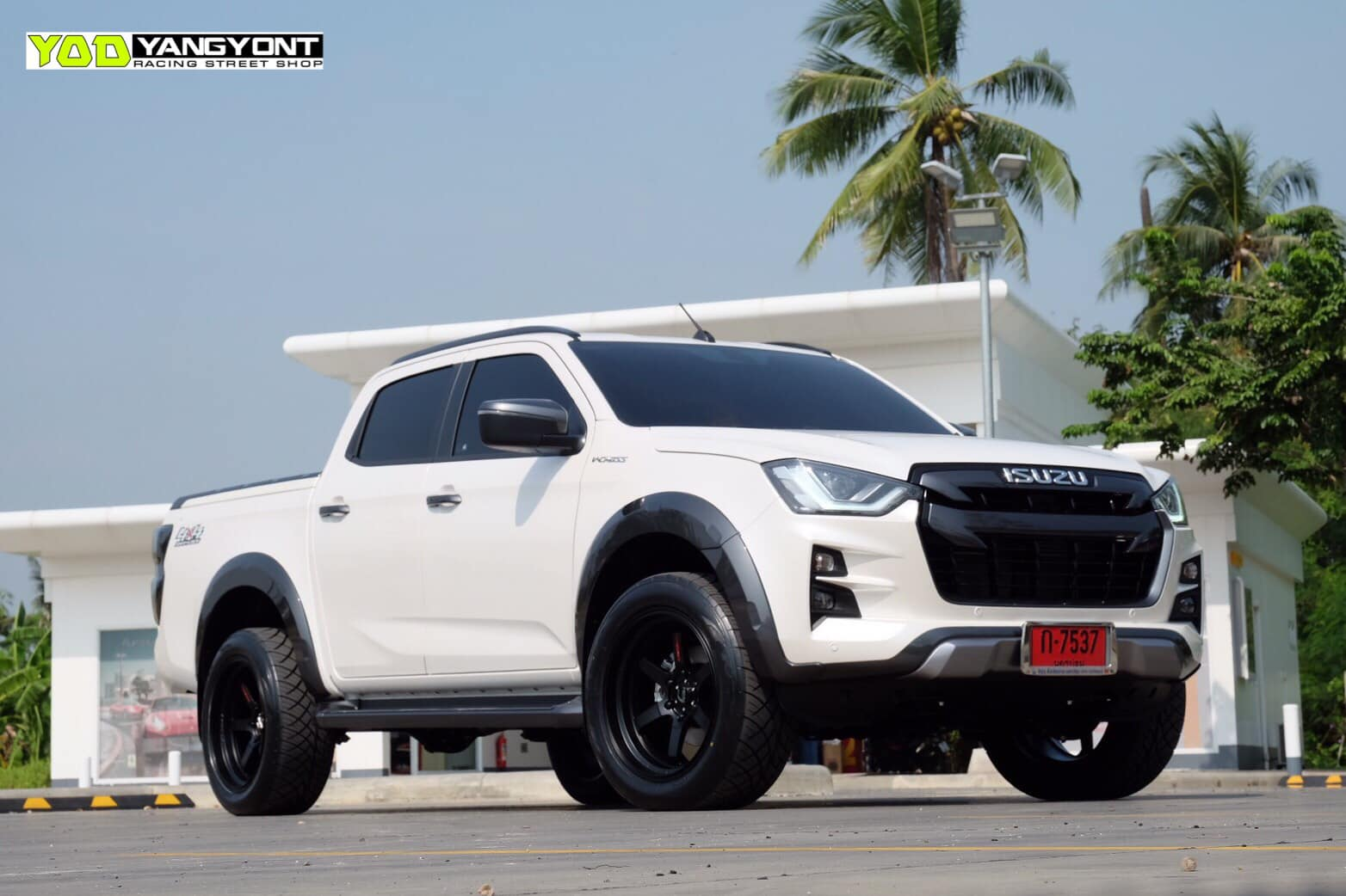 all new isuzu dmax vcross black and white 06