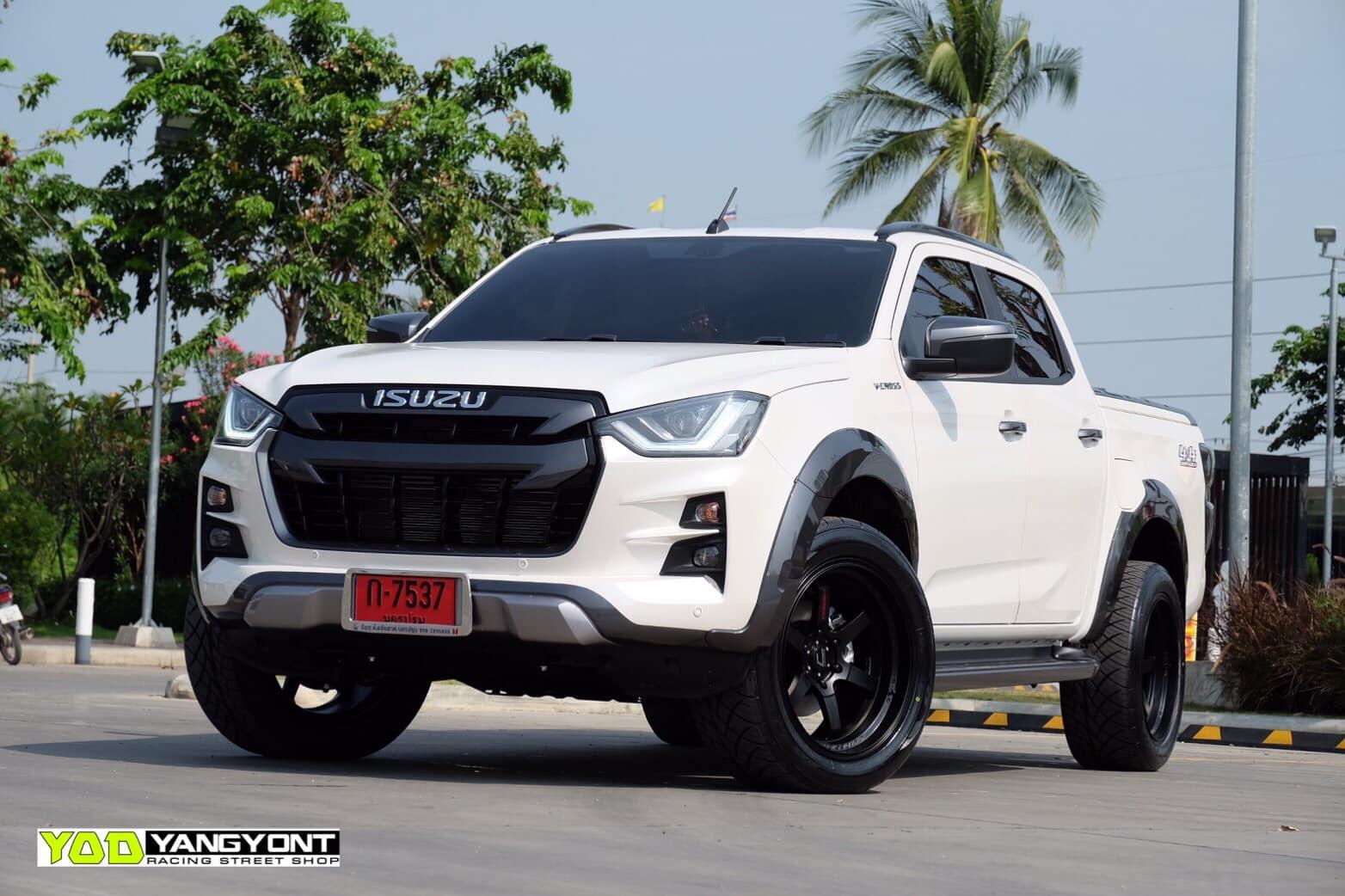 all new isuzu dmax vcross black and white 07