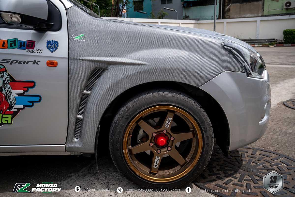 isuzu d max white carbon 09
