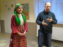 Gáll Attila polgármester bemutatja finnugor kulturális nagykövetünket, az udmurt Darali Lelit