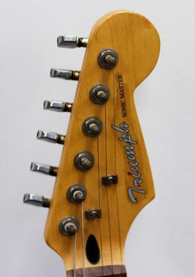 作りは、まぁ…1万ギターのそれ