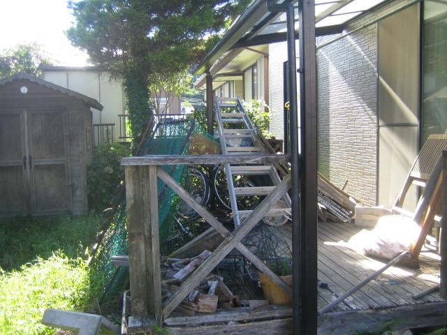 群馬県 渋川市 庭木の伐採とウッドデッキの撤去をお願いします