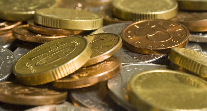 Varje hushåll har 514 kronor i mynt – om ett halvår blir de äldre mynten ogiltiga