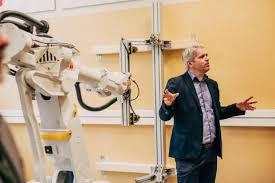Örebroforskare utvecklar robotteknik i samarbete med regionföretag