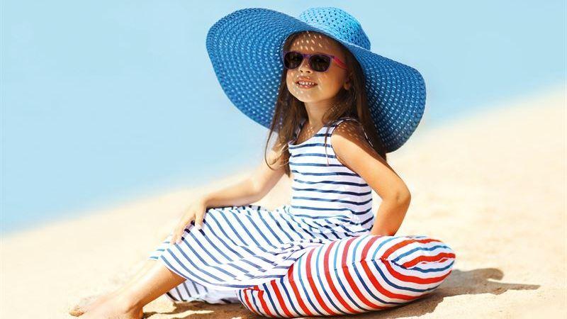 Bara en av fem föräldrar skyddar sina barn med solglasögon – så skyddar du ditt barns ögon mot solen