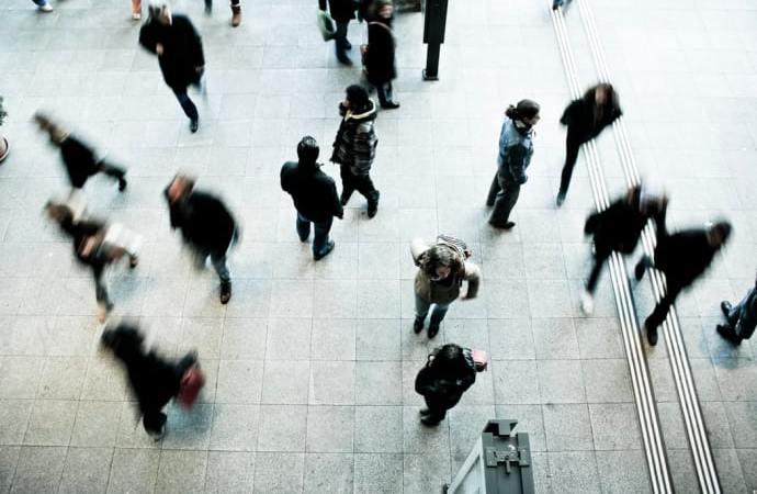 Städning, sömn och sex: Det här prioriterar stressade svenskar bort