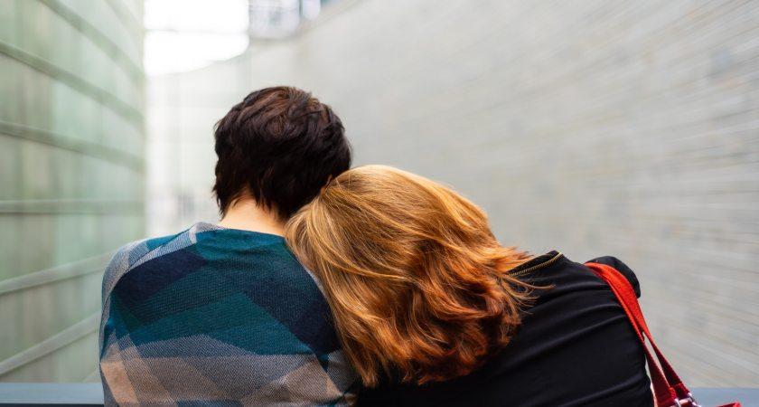 Vad kan göras för att hjälpa dem som löper risk att begå självmord?