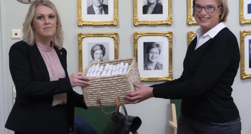 Hjärnfonden uppvaktar socialminister Hallengren för samtal om självmord bland unga