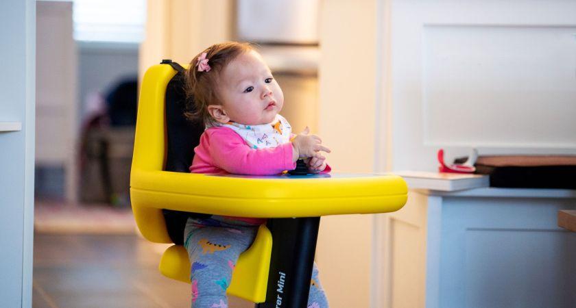 Stöd av eldriven mobilitet vid låg ålder hjälper små barn med rörelsehinder