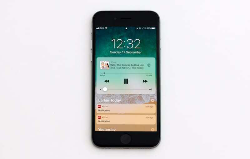 iOS-11-Lock-screen-and-Notification-Center-