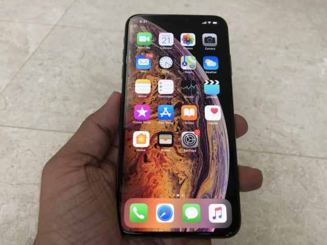 gold-iphone-xs-max-unboxing-18