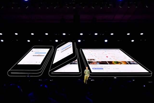 Samsung-foldable-phone-2018-developer-conference-002