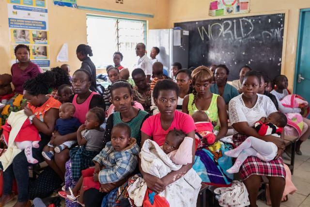 apple-RED-and-Global-Fund_aids-hiv-Nairobi-children