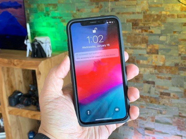 iPhone-XS-smart-battery-case-error-messge-on-iPhone-X