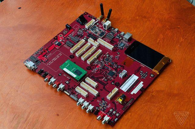 Oriignal-iPhone-prototype-logic-board-001