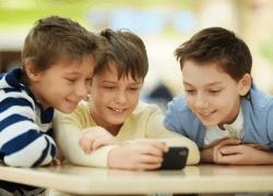 Her er det bedste mobilabonnement til børn