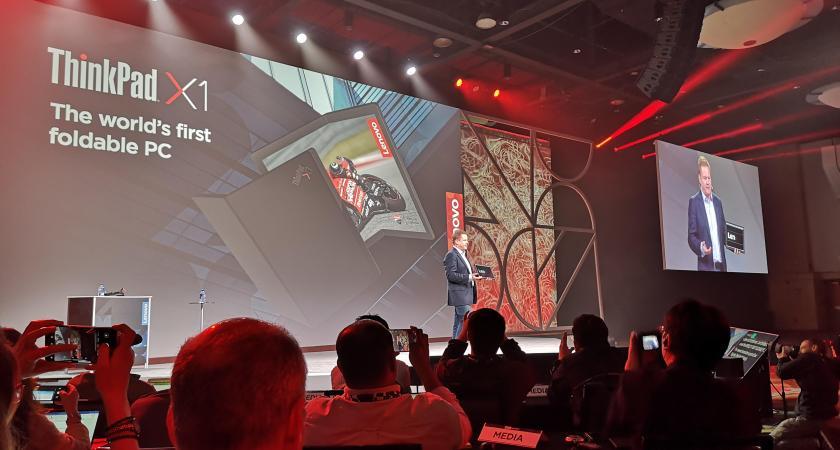 Lenovo Accelerate i Orlando fremviser verdens første bærbare computer med sammenfoldelig skærm