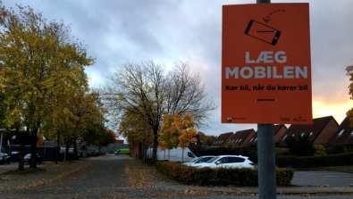 For mange bruger håndholdt mobil i trafikken 1
