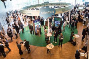 Sälj och analyser i centrum på Salesforce Essentials 3