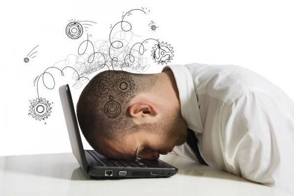 Många timmar framför datorn – så undviker du skador och obehag