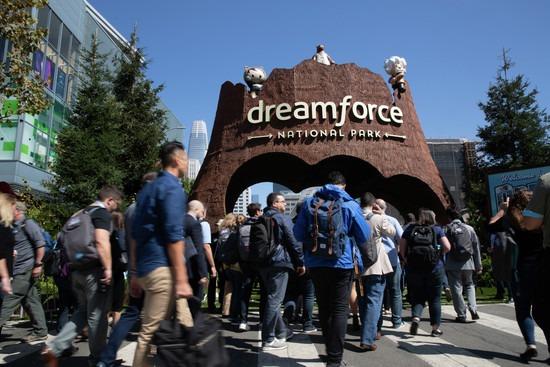 Nu går det att styra CRM-verktygen från Salesforce med rösten