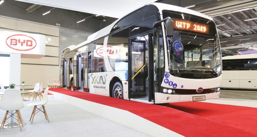 BYD visar sin populära eBuss i Stockholm kollektivtrafiksevent på UITP