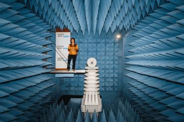Rymdminister Matilda Ernkrans besöker RUAG Space 1