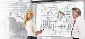 man-och-kvinna-jobbar-pa-smart-board-1d84b8db_1000
