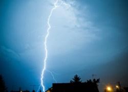 Undvik skador vid blixtnedslag
