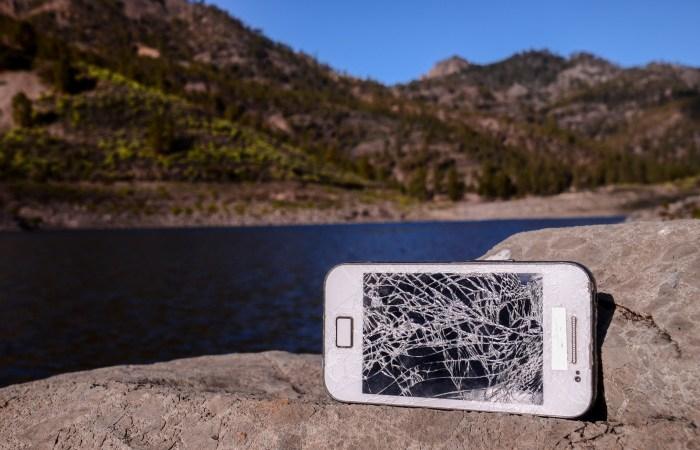 Svenskarna förstör över 2 miljoner mobiler varje år