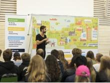 Växjös niondeklassare nyfikna på jobb i teknikbranschen – över 600 elever delar framtidstankar på inspirationsföreläsning