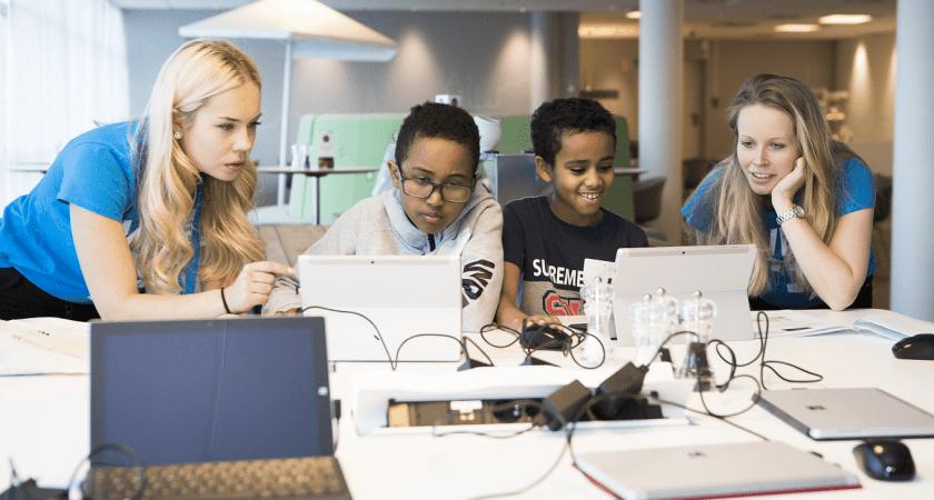 Elever kodar för framtiden på Microsoft