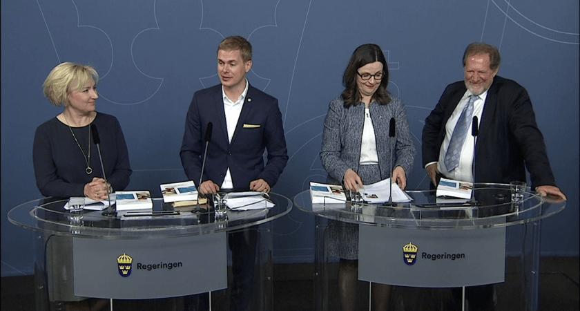 Skolkommissionens slutbetänkande överlämnat till regeringen