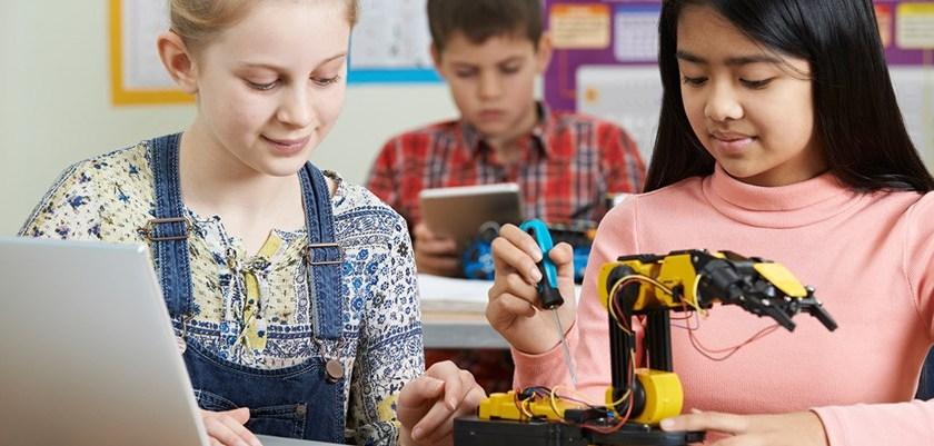 Skolans digitalisering handlar om mer än datorer