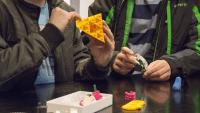 Vittraelever lär sig teknik i IT-Gymnasiets makerspace