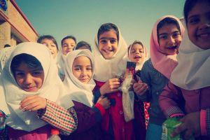 Svenska superentreprenörer bygger skolor för jordbävningsdrabbade barn i Iran. 1