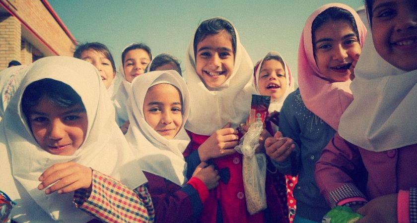 Svenska superentreprenörer bygger skolor för jordbävningsdrabbade barn i Iran.