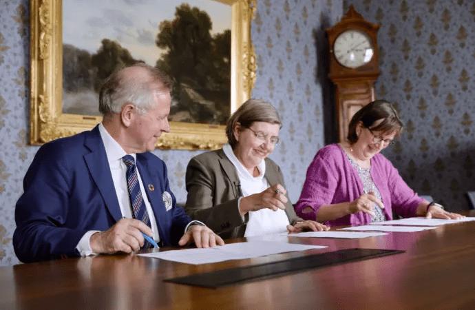 Karolinska Institutet, KTH och Stockholms universitet bildar universitetsalliansen Stockholm trio