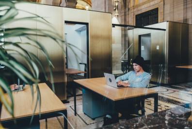 Kodning på cityföretag för 18- till 25-åringar från orten 1