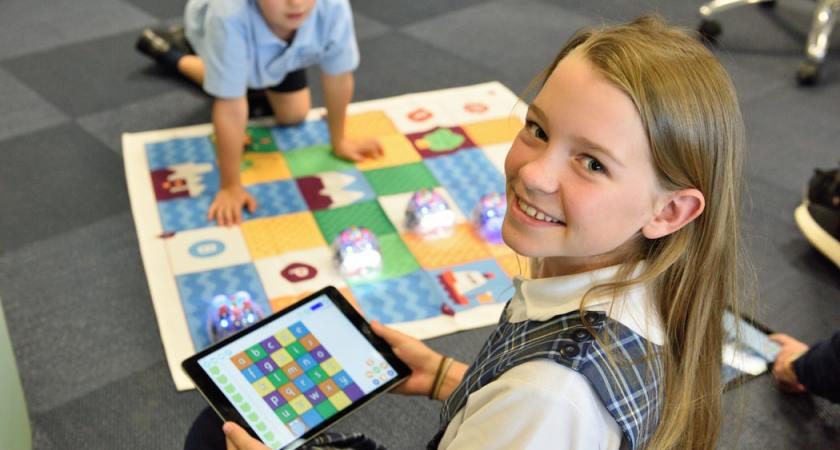 Programmering är barnens framtidiga språk. EURid på Codeweek: fjärde året i rad!