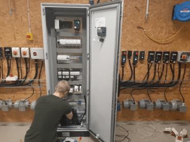 Schneider Electric och Bäckadalsgymnasiet förbereder blivande automationstekniker för industri 4.0 2